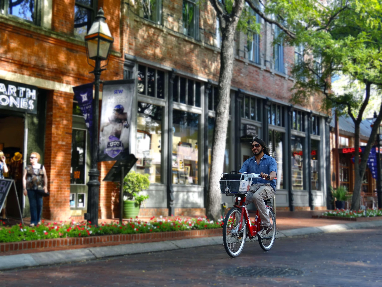 bike-rider-in-fort-worth