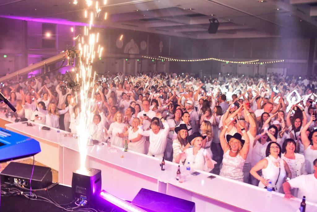neora-crowd-white-party